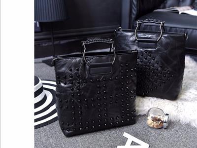 2017春季新款真皮女包拼接羊皮女式手提包铆钉休闲挎包